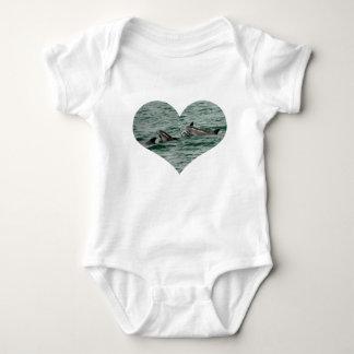 Camiseta del corazón del delfín mameluco de bebé