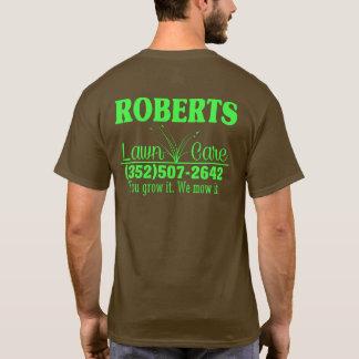 Camiseta del cuidado del césped