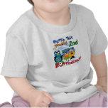 Camiseta del cumpleaños de las criaturas del espac