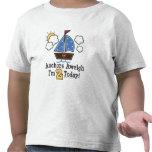 Camiseta del cumpleaños del velero Aweigh de las