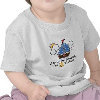 Camiseta del cumpleaños del velero Aweigh de las a