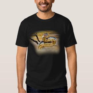 Camiseta del diseño de la serpiente playeras
