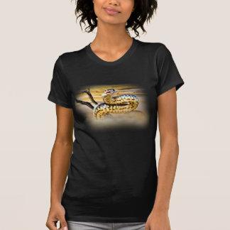 Camiseta del diseño de la serpiente remera