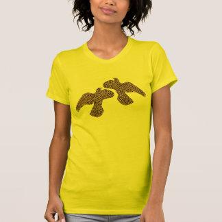 Camiseta del dúo de la paloma del vuelo del modelo