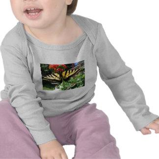 Camiseta del este del niño de la mariposa de Swall