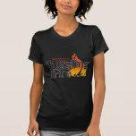 Camiseta del fuego que hace juegos malabares