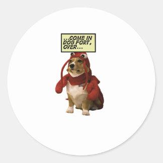 Camiseta del fuerte del perro pegatina redonda