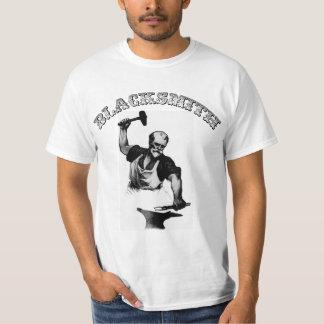 Camiseta del herrero - el herrero forja el acero
