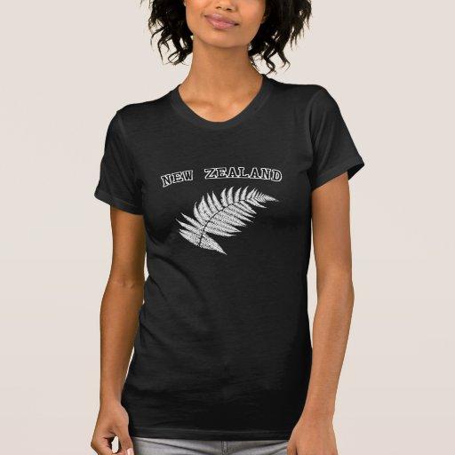 Camiseta del negro del helecho de plata de Nueva Playera