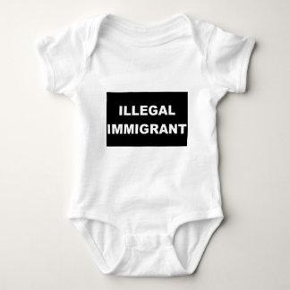 Camiseta del negro del inmigrante ilegal