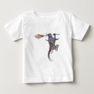 Camiseta del niño de la bruja del gato