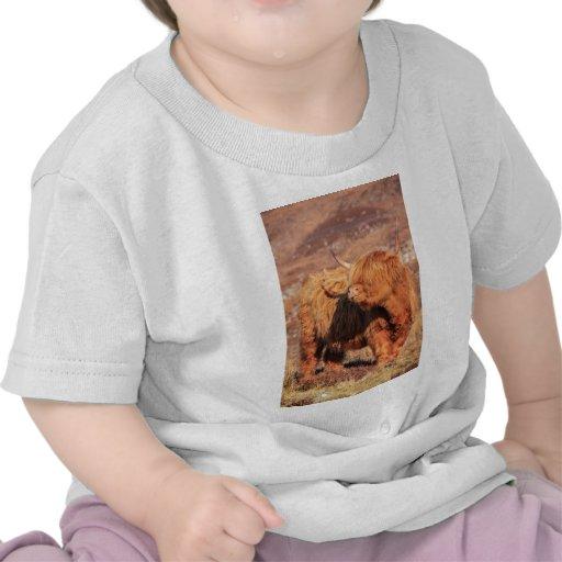 Camiseta del niño de la vaca de la montaña