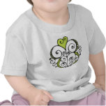 Camiseta del niño del verde del adorno del corazón