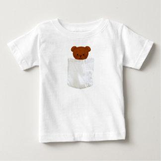 Camiseta del oso del bolsillo