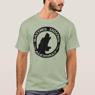 Camiseta del perro de los hombres que aúlla
