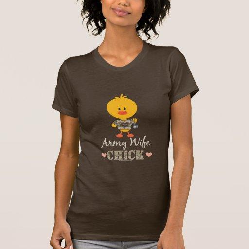 Camiseta del polluelo de la esposa del ejército