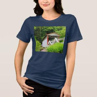 Camiseta del puente cubierto de las mujeres