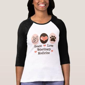 Camiseta del raglán de la veterinaría del amor de