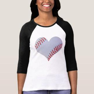 Camiseta del raglán del corazón del béisbol