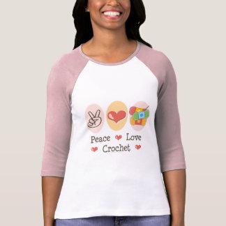 Camiseta del raglán del ganchillo del amor de la
