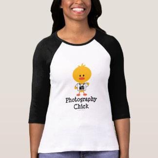 Camiseta del raglán del polluelo de la fotografía