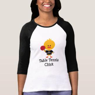 Camiseta del raglán del polluelo de los tenis de