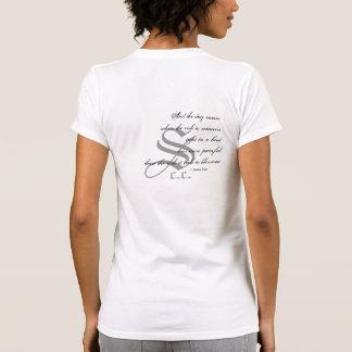 Camiseta del tatuaje de la escritura del hombro