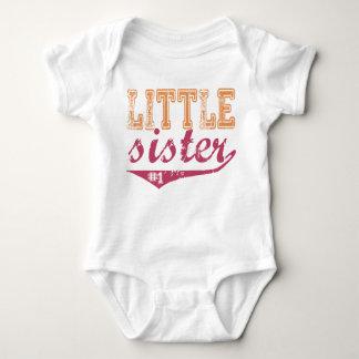 Camiseta deportiva de la pequeña hermana playeras