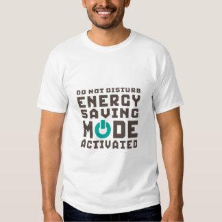 Camiseta divertida activada modo ahorro de energía poleras