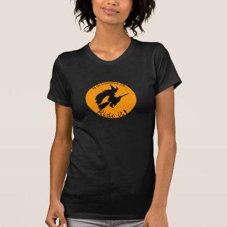 Camiseta divertida de la escoba del vuelo de la playeras