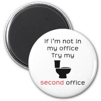 Camiseta divertida de la oficina del retrete segun imán