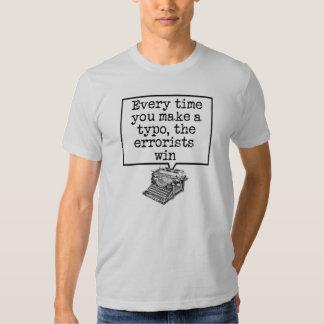 Camiseta divertida del error tipográfico de la playera