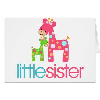 Camiseta enrrollada de la pequeña hermana de la ji felicitaciones