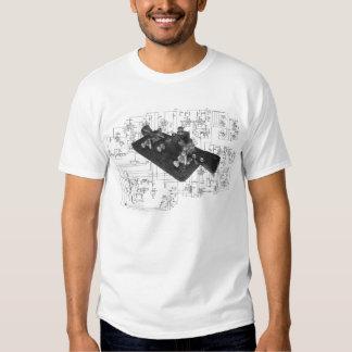 Camiseta esquemática dominante de radio del código playera
