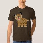 Camiseta feliz linda de Smilodon del dibujo Poleras