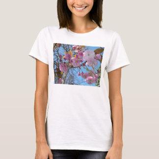 Camiseta floreciente de la flor de cerezo