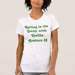 Camiseta gráfica de la diversión y de las costuras