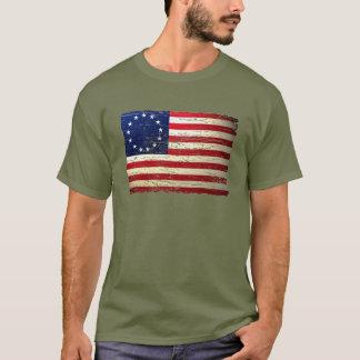 Camiseta hecha andrajos vintage de la bandera