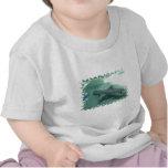Camiseta inclinada negro del bebé del tiburón