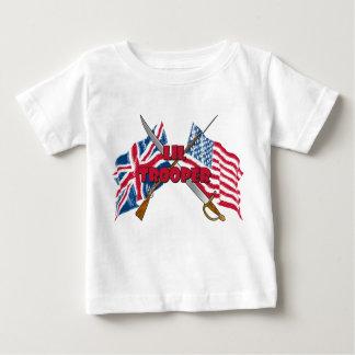 Camiseta infantil de la bandera del soldado de playera