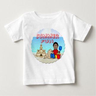Camiseta infantil del castillo de arena (muchacho