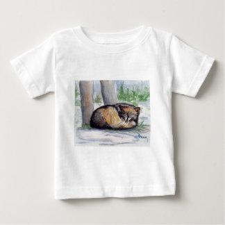 Camiseta infantil del navidad del lobo en descanso