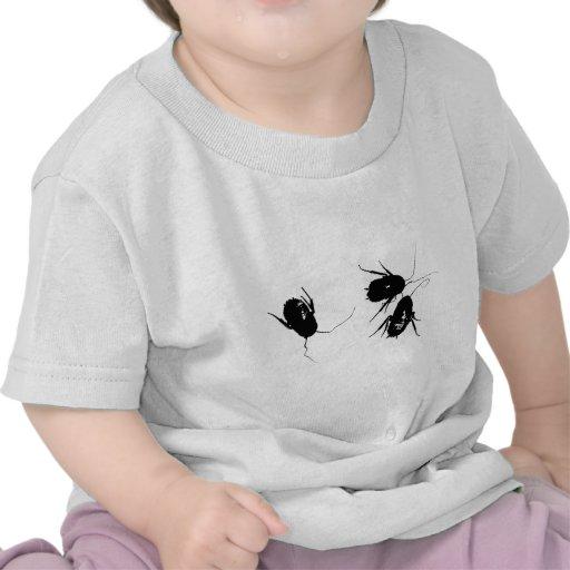 Camiseta linda del niño de la cucaracha