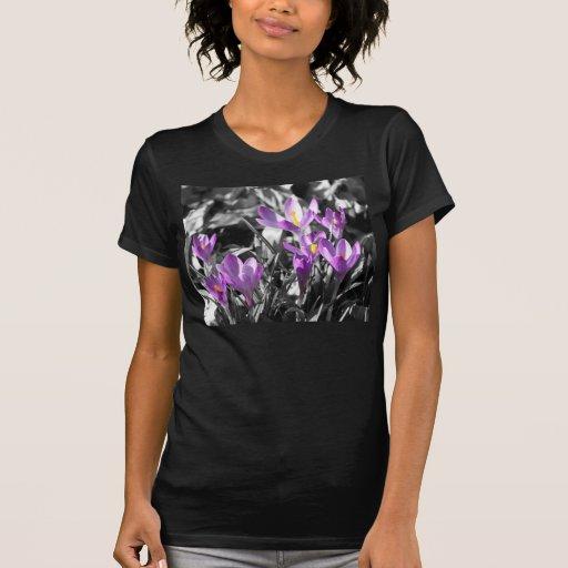 Camiseta negra de las señoras del azafrán polera