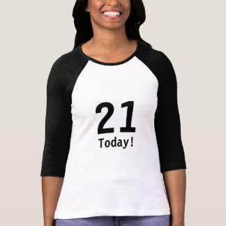 Camiseta negra y 21ra del cumpleaños del blanco
