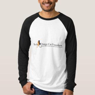 Camiseta negra y anaranjada del logotipo de la