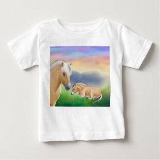 Camiseta noruega del niño de los caballos del remera