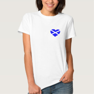 Camiseta o camiseta del diseño del corazón de polera