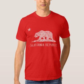 Camiseta oscura apenada república de California Polera