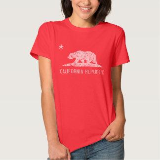 Camiseta oscura apenada república de California Remeras